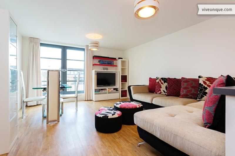 2 Bedroom Limehouse Apartment - Commercial Road - Image 1 - London - rentals