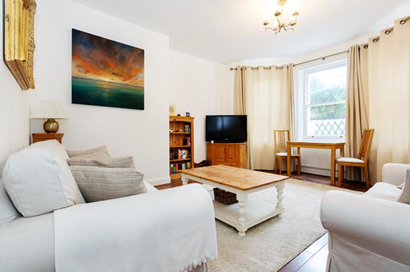 2 bed in leafy West Wimbledon, Worple Road - Image 1 - London - rentals
