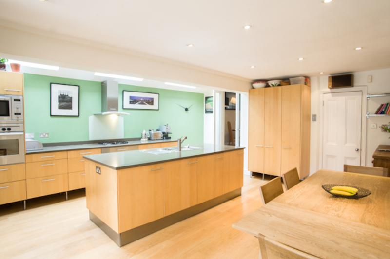 4 bedroom house with garden, Ramsden Road, Balham - Image 1 - London - rentals