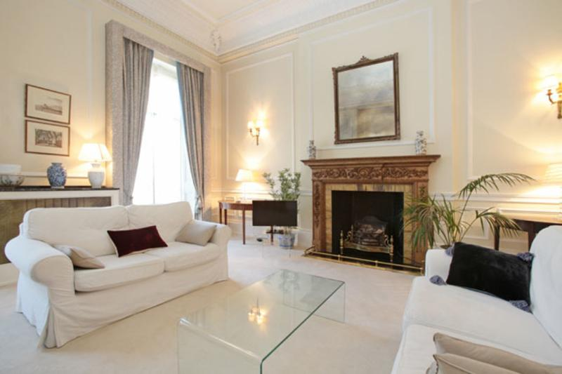 Grand 2 bed, 2 bath in Belgravia - Image 1 - London - rentals