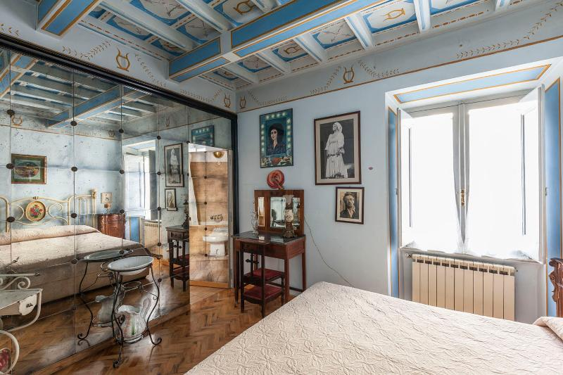 Picturesque apartment with terrace near St.Peter - Image 1 - Vatican City - rentals
