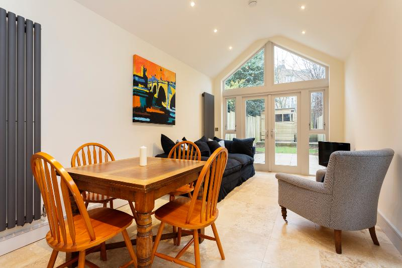 Charming 2 bed 2 bath garden flat, Cromford Road, Putney - Image 1 - London - rentals