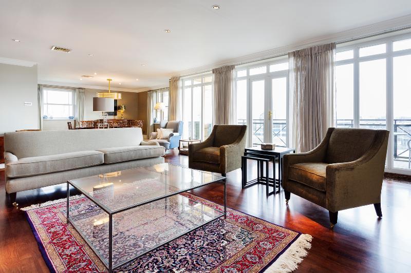 River view penthouse, 3 bed, 3 bath on Wyatt Drive, Barnes - Image 1 - London - rentals
