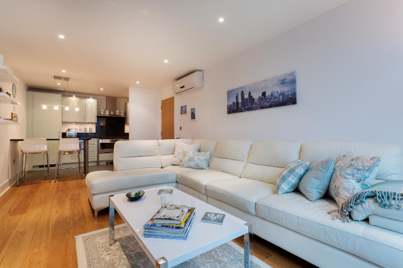 A modern two-bed apartment with a view, St George's Wharf. - Image 1 - London - rentals