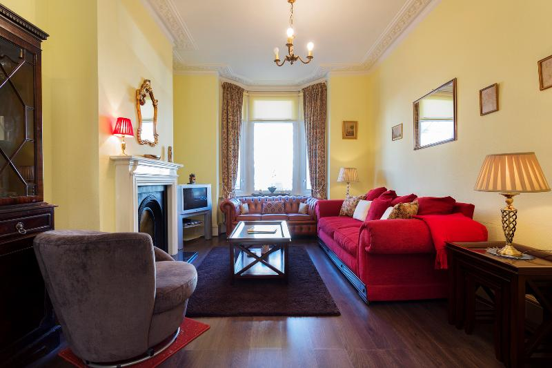 Veeve - Traditional Torbay - Image 1 - London - rentals