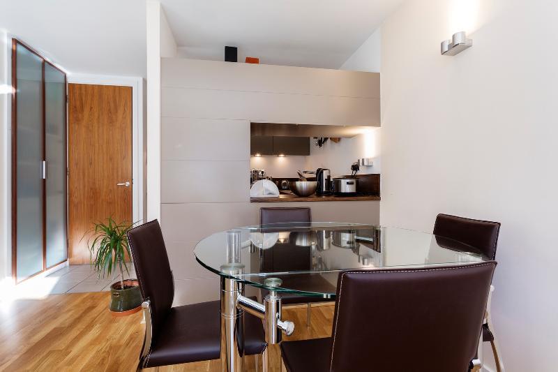 Wonderful Central London Apartment, Central London, Sleeps four - Image 1 - London - rentals