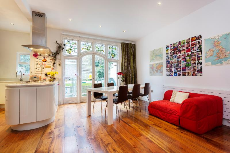 3 bed, 3 bath flat on Glenmore Road, Primrose Hill - Image 1 - London - rentals