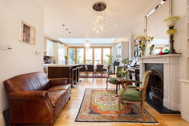 4 bed house with garden cottage, Meadvale Road, Ealing - Image 1 - London - rentals