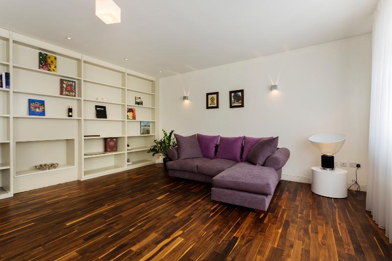 2 bed in marvellous Marylebone, Devonshire Place Mews - Image 1 - London - rentals