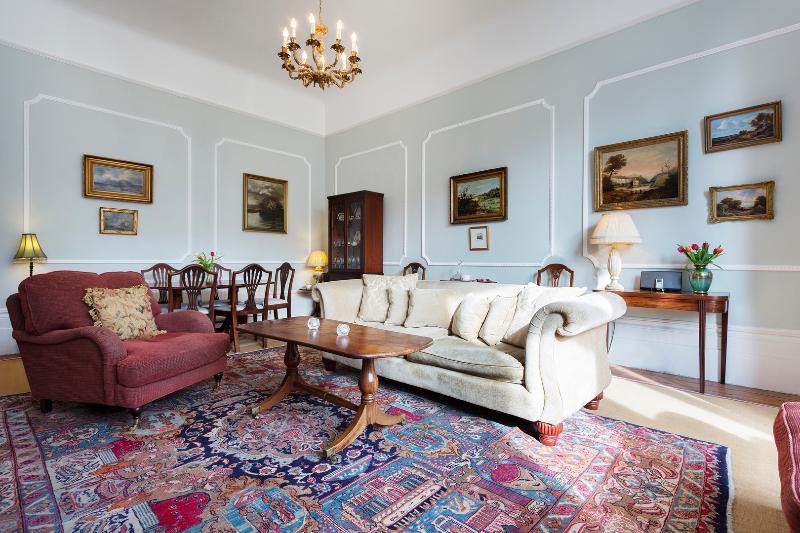 Grand 2 bed 2 bath apartment in Belsize Park, Hampstead - Image 1 - London - rentals