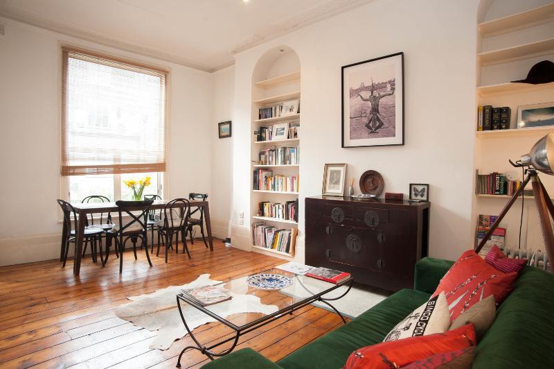 1 bedroom flat, Devonport Road, Shepherd's Bush - Image 1 - London - rentals