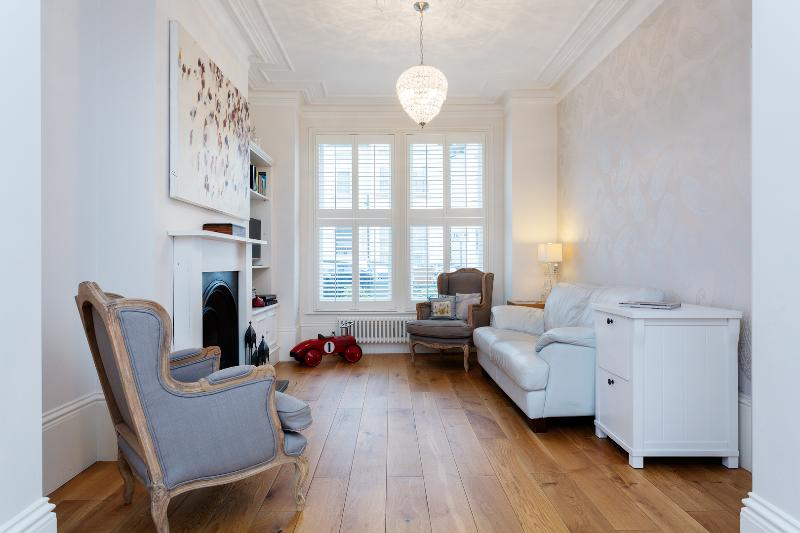 2 bed house on Kingsley Road, Queen's Park - Image 1 - London - rentals