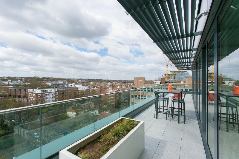 2 bed penthouse with balcony views, Stamford Square, East Putney - Image 1 - London - rentals