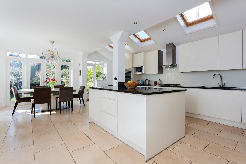 4 bedroom house on Arden Road, Finchley - Image 1 - London - rentals