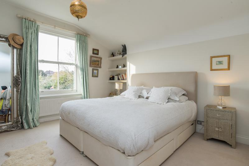 5 bed house on Wrentham Avenue, Queen's Park - Image 1 - London - rentals