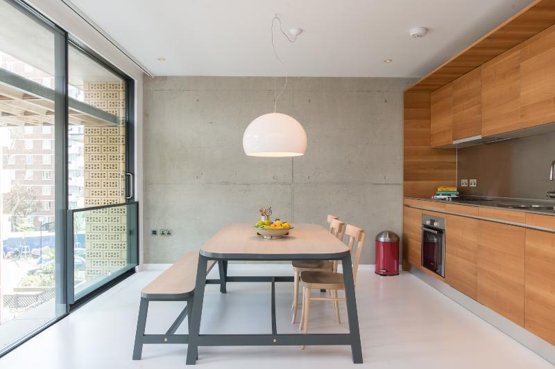 Cool 2 bedroom loft, Gee Street, City of London - Image 1 - London - rentals