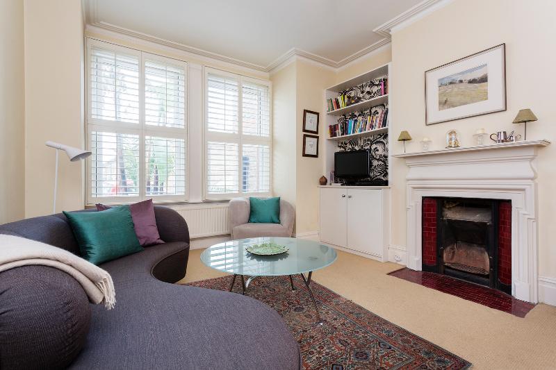 2 bed garden flat on Wixs Lane, Clapham - Image 1 - London - rentals