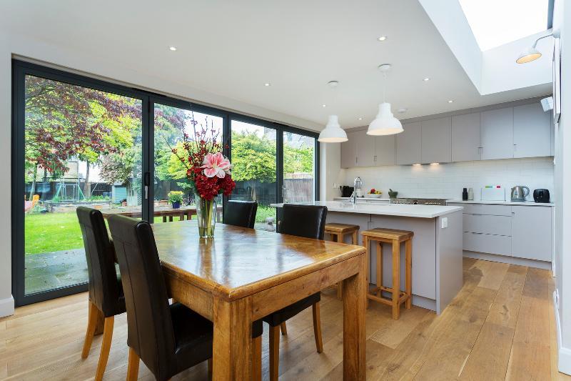 5 bed house, Thornton Gardens, Balham - Image 1 - London - rentals