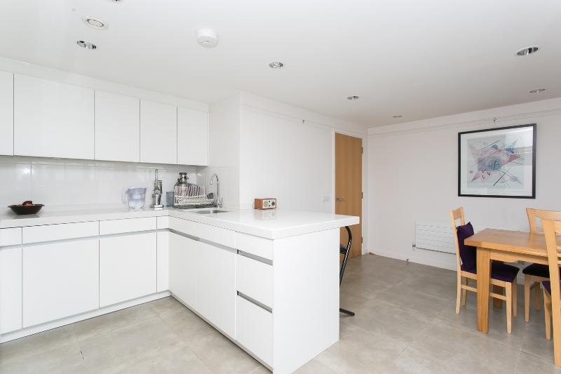 2 bed flat with City views, Laycock Street, Islington - Image 1 - London - rentals
