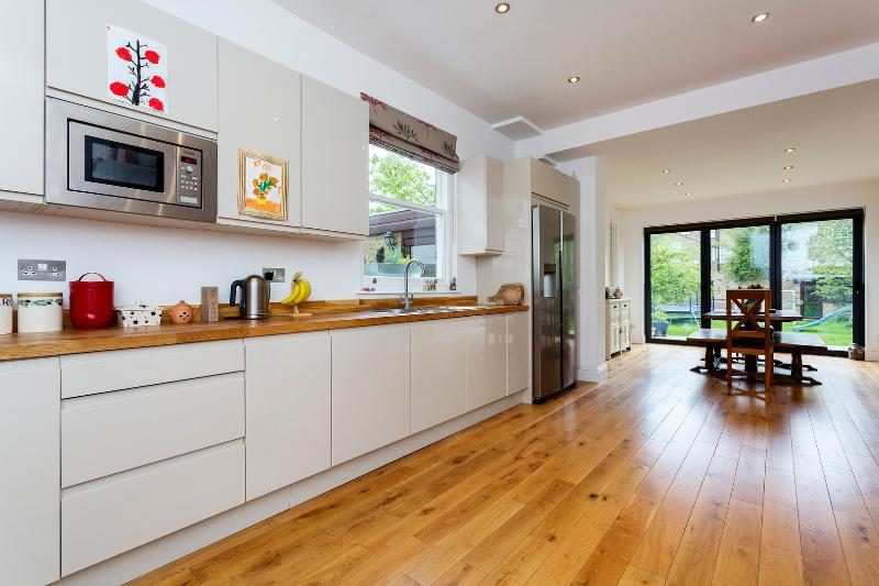 5 bed house on Woodbourne Avenue, Streatham - Image 1 - London - rentals