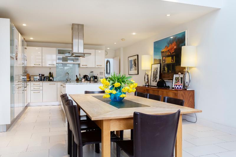 4 bed house, Ilminster Gardens, Clapham - Image 1 - London - rentals