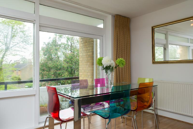 3 bed apartment, Westside, East Finchley - Image 1 - London - rentals