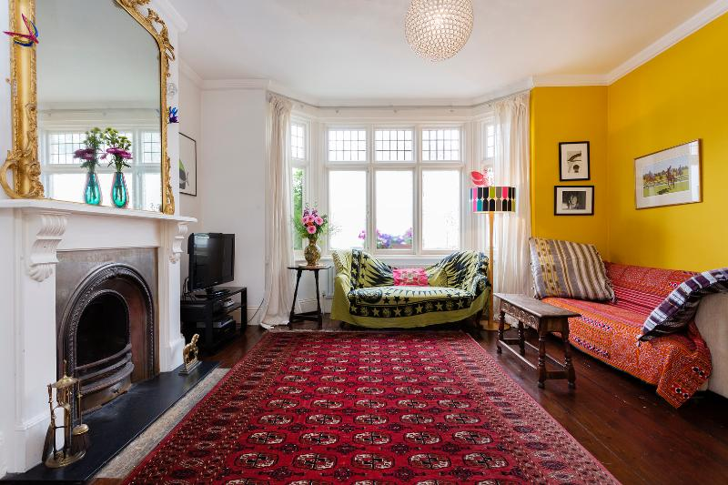 4 bed family home, 25 minutes travel from Buckingham Palace - Image 1 - London - rentals