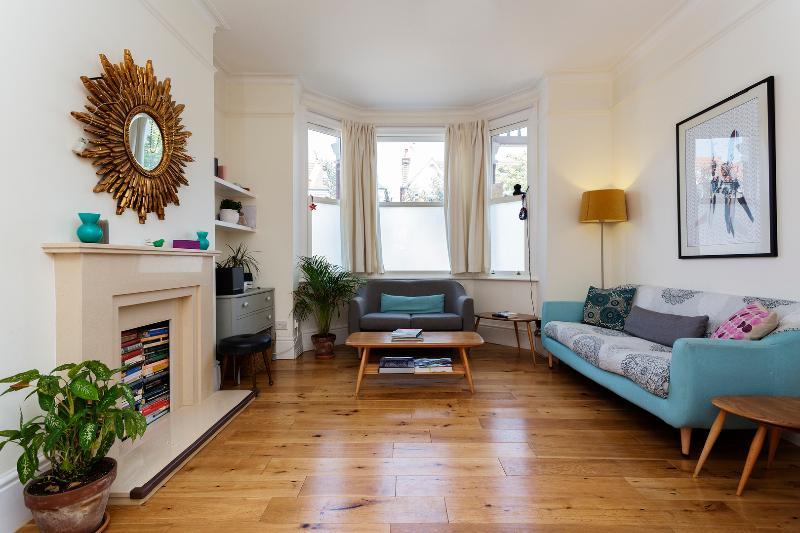 4 bed home on Larden Road in Ealing - Image 1 - London - rentals