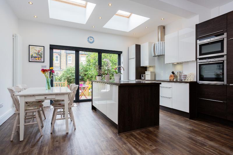 5 bed house on Braemar Avenue, Wimbledon - Image 1 - London - rentals