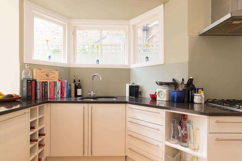 2 bed maisonette, Shandon Road, Clapham - Image 1 - London - rentals