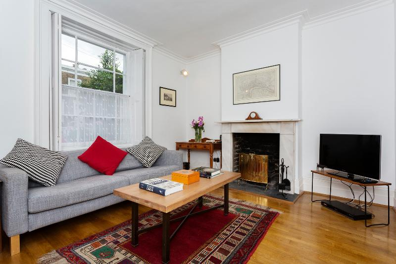 Elegant 2 bed Victorian house, Vauxhall - Image 1 - London - rentals
