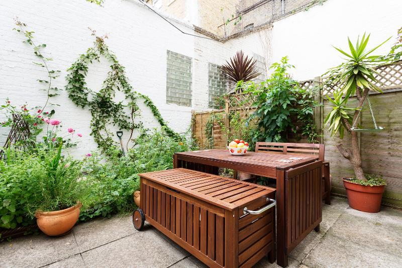 1 bed flat, Blythe Road, Brook Green - Image 1 - London - rentals