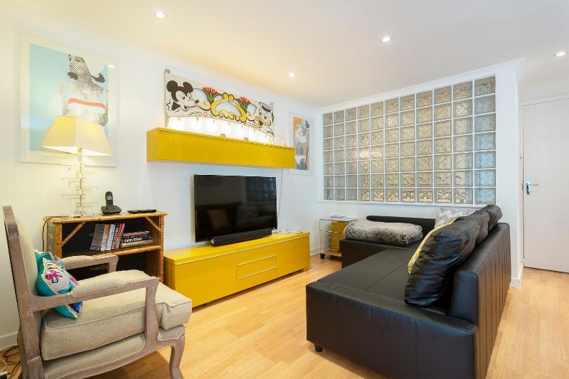 1 bed flat, Brompton Park Crescent, Fulham - Image 1 - London - rentals