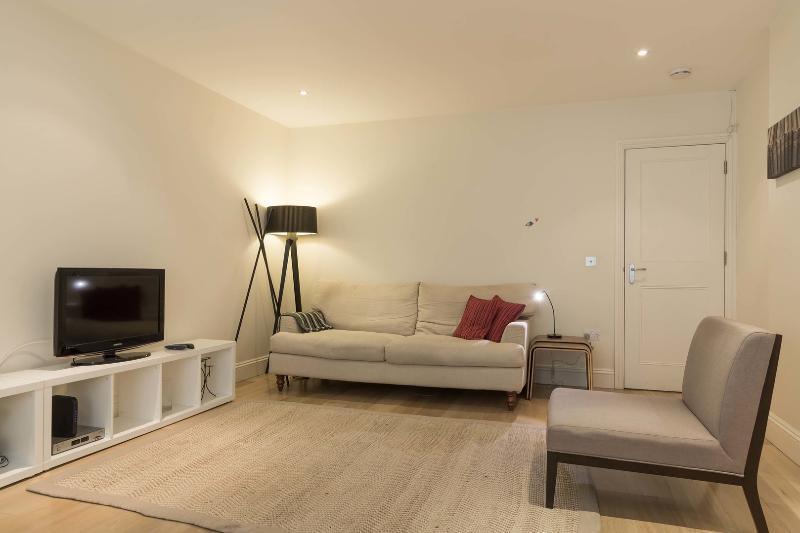 2 bed Kensington apartment, Elsham Road - Image 1 - London - rentals