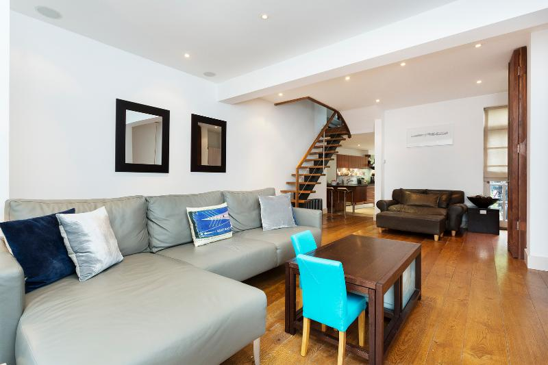 Enchanting 4 bedroom house by the River in Putney, Festing Road - Image 1 - London - rentals