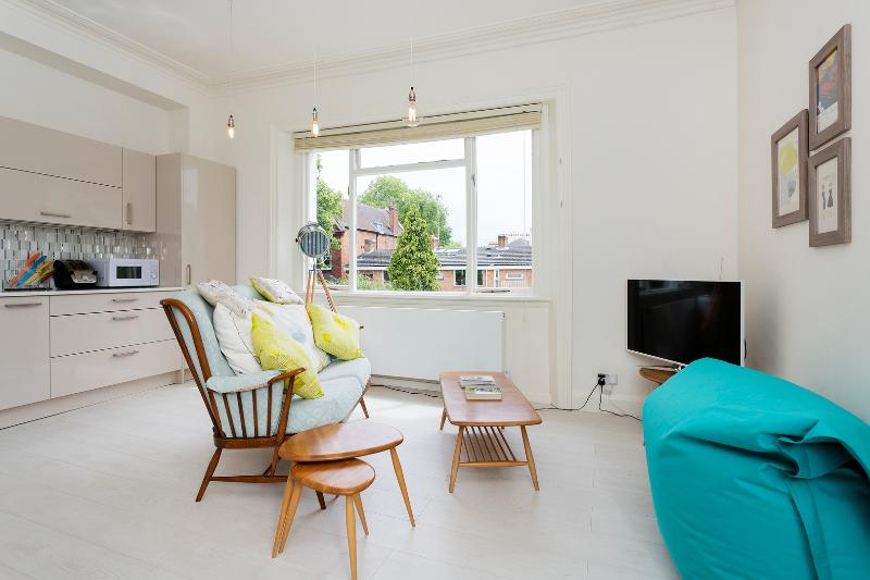 Retro chic 1 bed, Belsize Avenue, Hampstead - Image 1 - London - rentals
