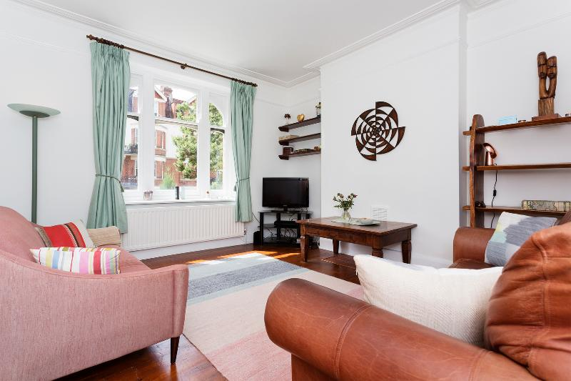 Comfortable West Hampstead 2 bed, Honeybourne Road - Image 1 - London - rentals