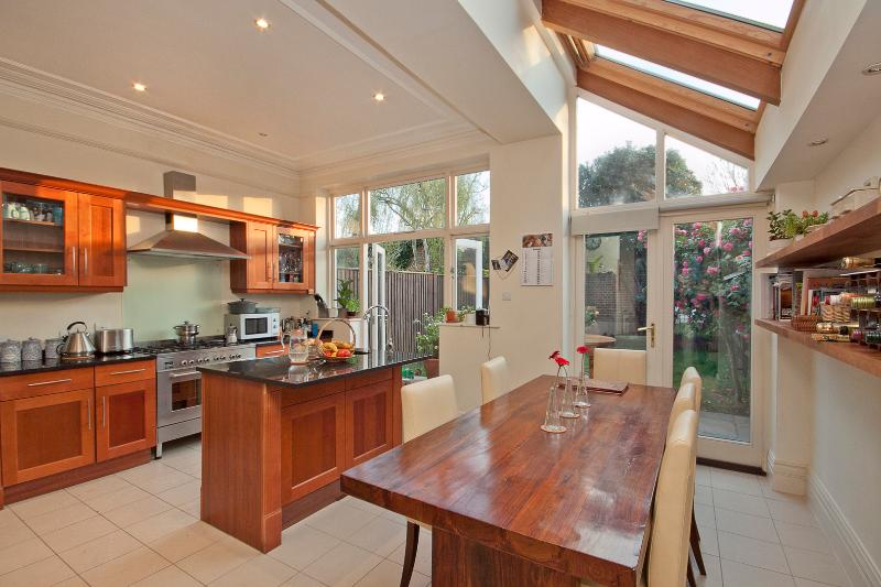 Spacious 4 bed off Wandsworth Common, sleeps 7 - Image 1 - London - rentals