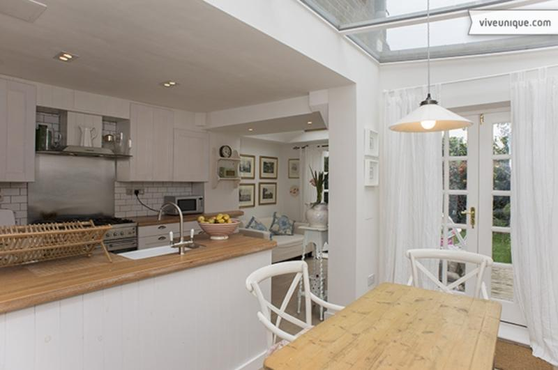 Beautiful 2 bed home in Queens Park with garden - Image 1 - London - rentals