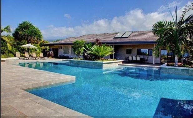 Come lay by the pool. - Ahina Palauna Estate- Sleeps 20! Min from ocean! - Kailua-Kona - rentals
