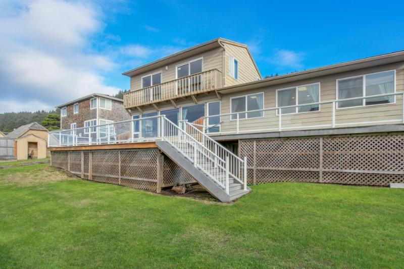 Spacious home w/ocean views & private hot tub - block-and-a-half from beach - Image 1 - Lincoln City - rentals