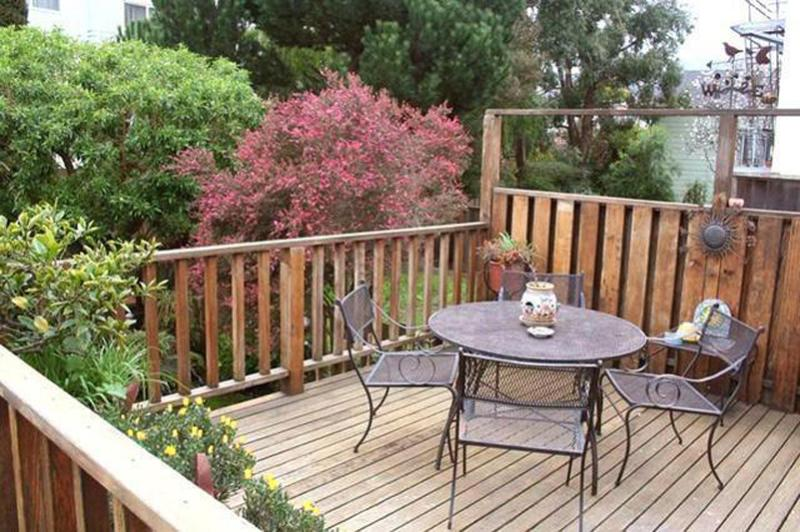 Deck off Sunroom - Charming Noe Valley Victorian Flat w/parking - San Francisco - rentals