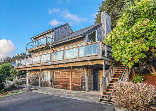 Popular Roads End home with spectacular ocean views - Image 1 - Lincoln City - rentals
