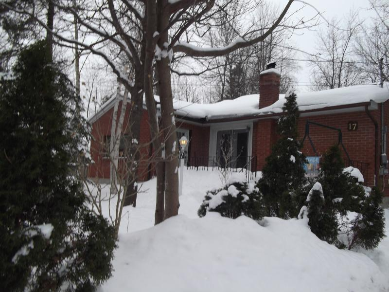 3 Bedroom Cottage, walk to beach pets ok close to - Image 1 - Collingwood - rentals