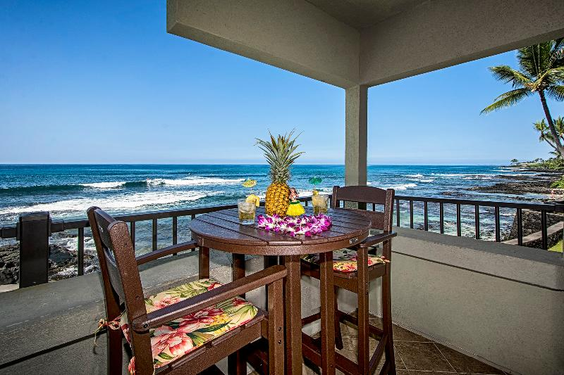 Tropical paradise! Your view for front row seating to amazing sunsets. NO fish bowl here! Private! - OCEANFRONT FLOOR TO CEILING GLASS~ BANYAN TREE 204 - Kailua-Kona - rentals