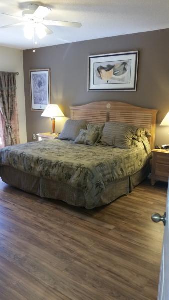 Master bedroom (US King size - UK superking) part of the master suite  complex - Orlando/Kissimmee Lake Berkley 5 bed luxury villa. - Kissimmee - rentals
