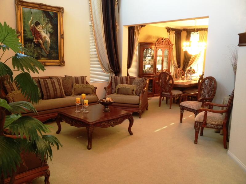 Living Room | Formal Dining Room - Los Angeles View Home 30 Minutes From Downtown - Tujunga - rentals