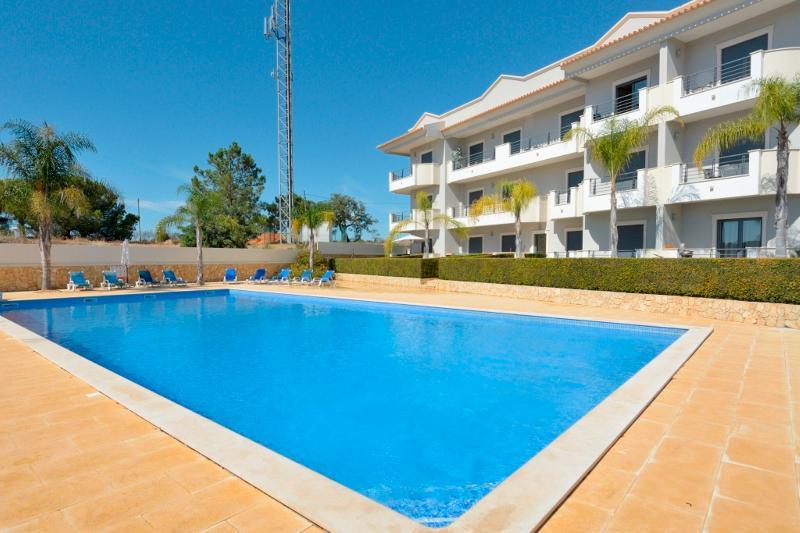 Farnell Red Apartment, Albufeira, Algarve - Image 1 - Olhos de Agua - rentals
