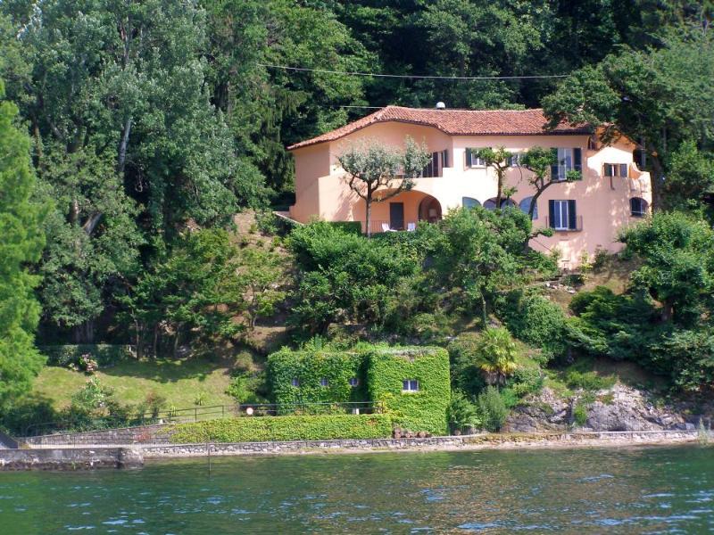 Lakefront vacation villa Francesca in Reno di Leggiuno at Lake Maggiore Italy - Unique lakefront villa with beach! - Laveno-Mombello - rentals