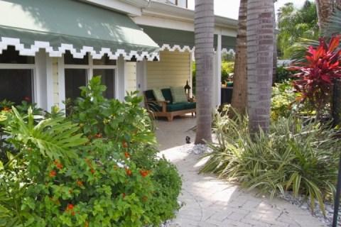Tropical landscaping and lounge area - Boca Ciega Cottage - Madeira Beach - rentals